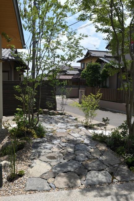 雑木の庭アプローチ