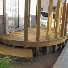 優しさあふれる樹の庭・デザインウッドデッキ|春日井市