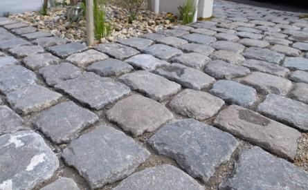 石畳アプローチ