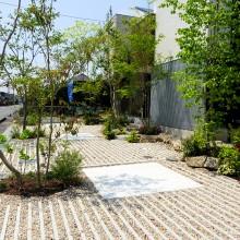 砂利のカッコイイ駐車場