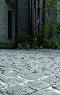 石畳の駐車場 小
