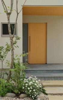 平屋 玄関 雑木