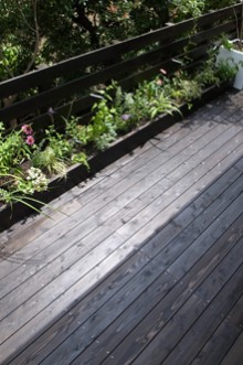 メンテフリーのウッドデッキの庭|春日井市
