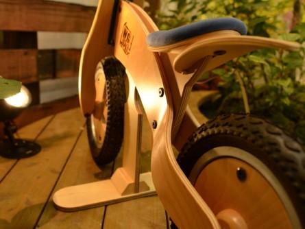 木製自転車アップ