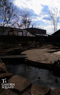 雑木の庭 河.jpg