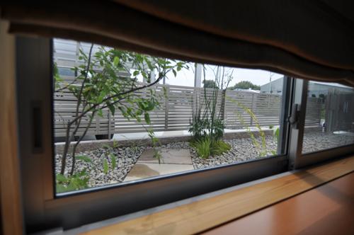 坪庭窓から